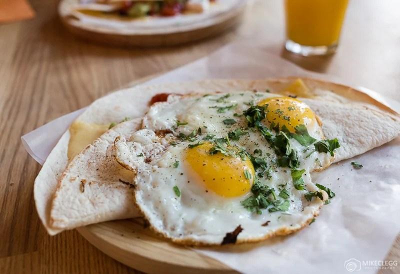 Delicioso café da manhã no Betty Blue