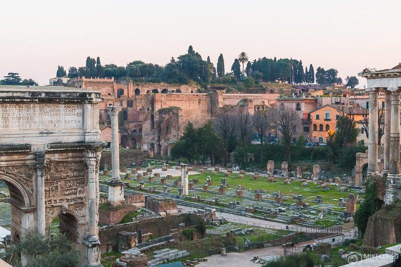 Fórum Romano durante o dia.- Roma