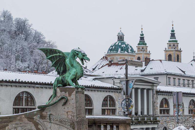 A ponte do dragão no inverno