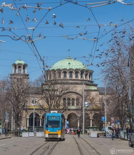 Catedral da Igreja Sveta Nedelya e um bonde