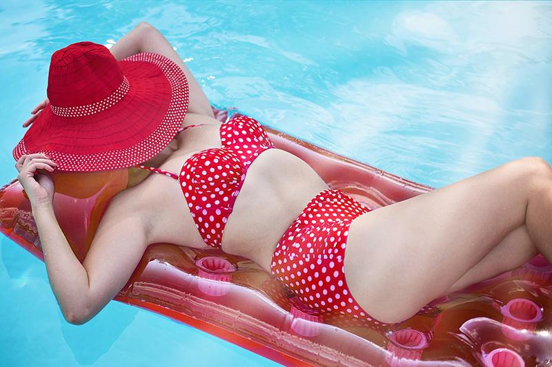 Relaxando em um inflável - CC0 (Pixabay)