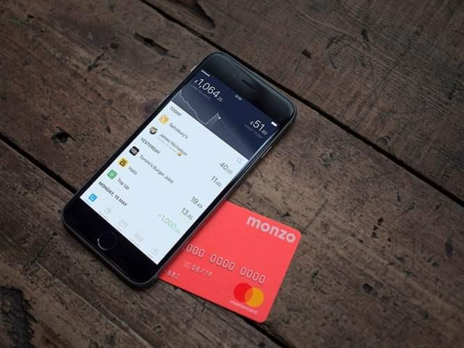 Cartão Monzo e telefone