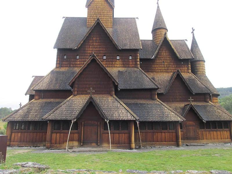 Igreja Heddal Stavkirke na Noruega - Por @downunderwanderings