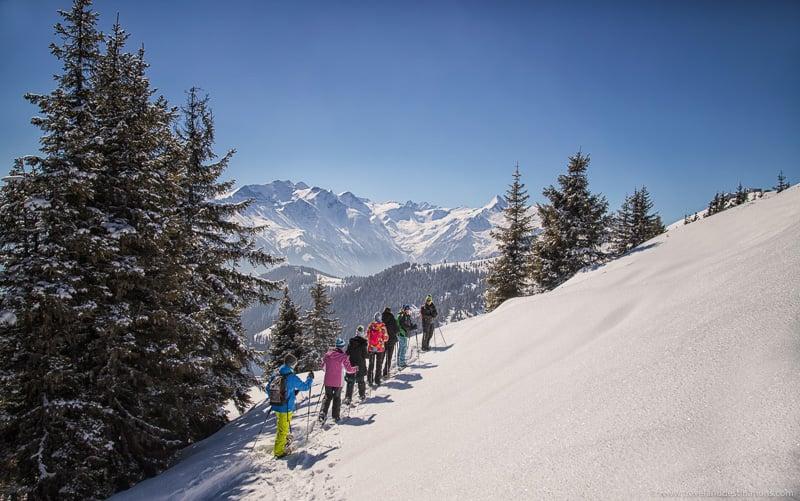 Caminhadas com raquetes de neve no inverno