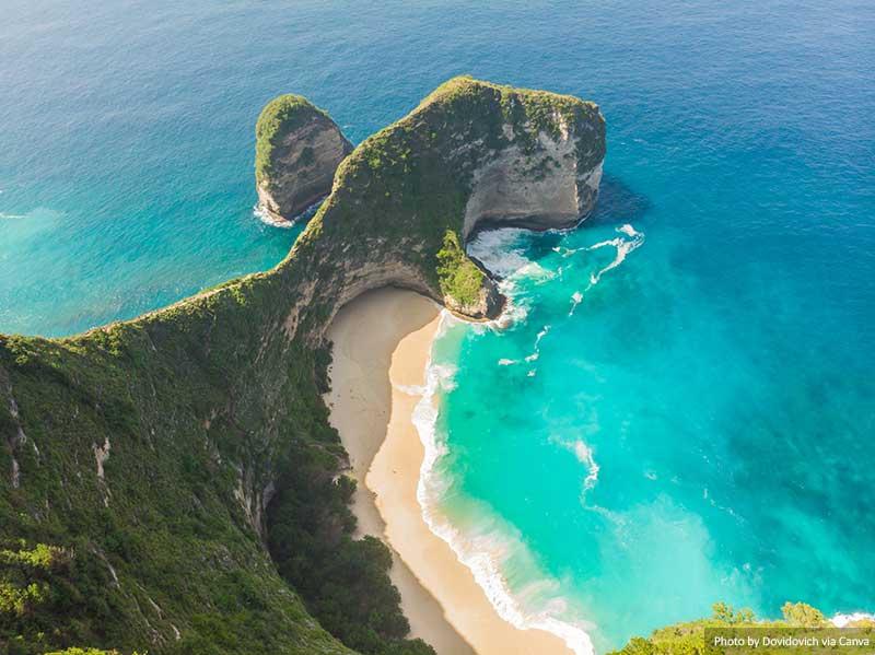 Praia Kelingking na Ilha Nusa Penida, Indonésia