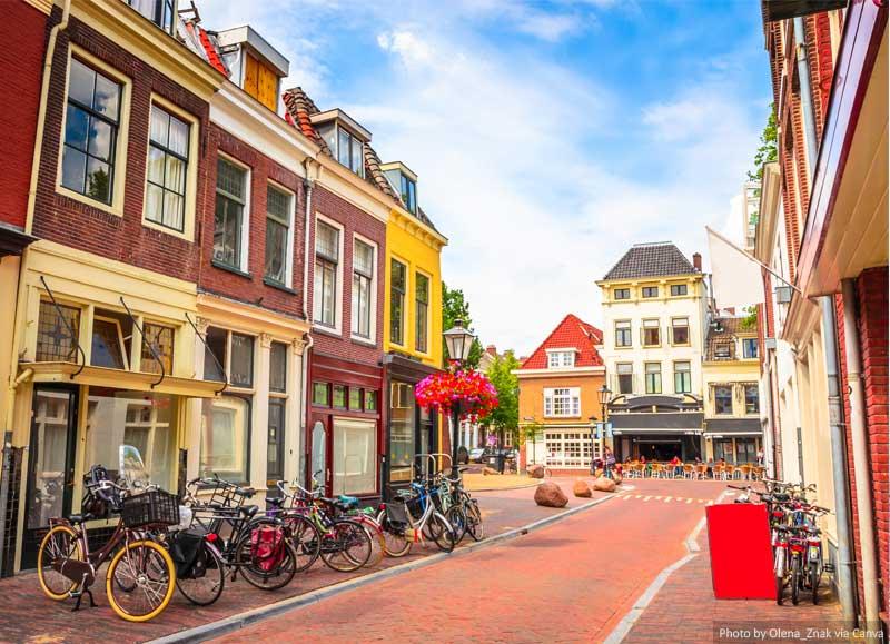 Rua e edifícios em Utrecht