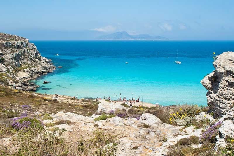 Praia na Ilha Favignana