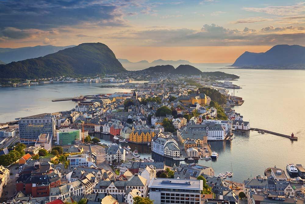 Horizonte de Alesund na Noruega