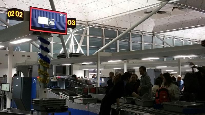 jak się zachować nalotnisku - Londyn Stansted - kontrola