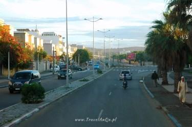 Szerokie ulice poza Medyną