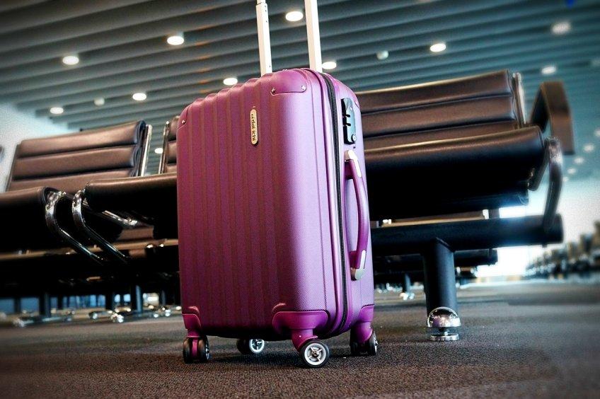 Jak spakować się w bagaż podręczny - czego nie brać