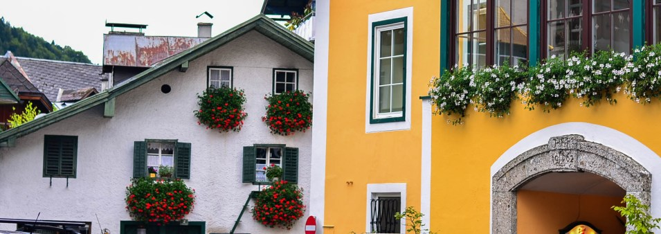 Pretty houses and flowerboxes of St Gilgen