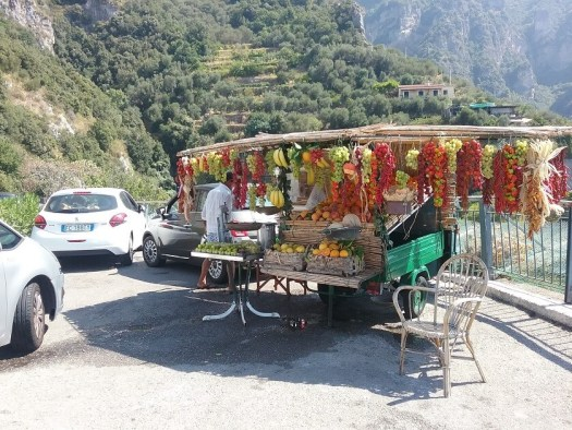 Italy-road_trip_fruit_stall_stopover