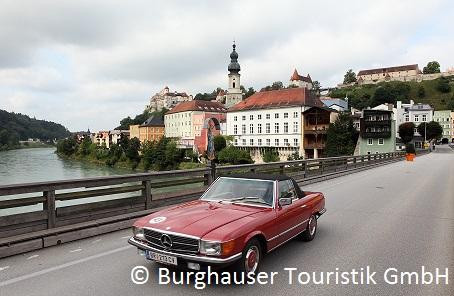 Alte Brücke Burghausen mit Auto