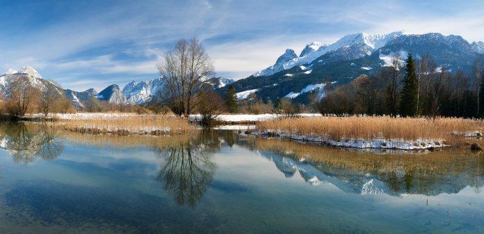 Bergkette mit Reflektion