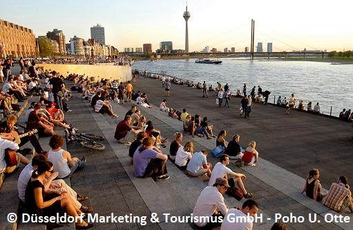 Düsseldorf am Fluss Sonnenuntergang