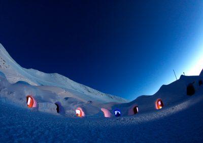 Eishotel Iglu bei Nacht