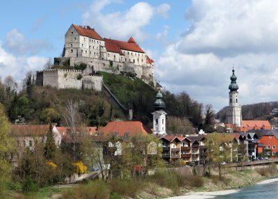 Inn-Salzach_Burg-Altstadt-Burghausen