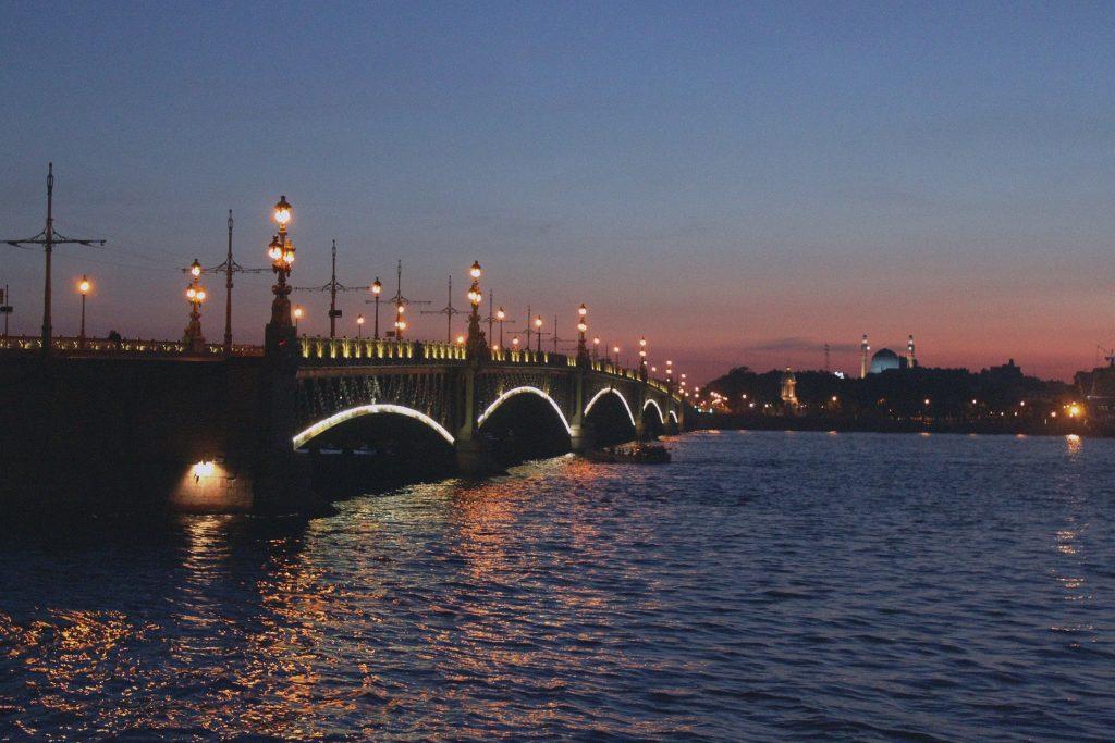 Top 10 Sehenswürdigkeiten St. Petersburg. Die Schlossbrücke.