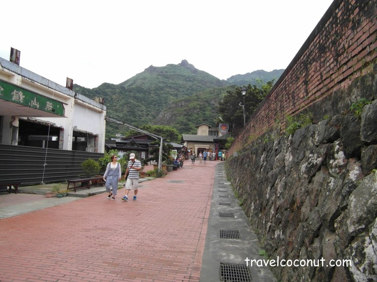 From Jiufen Old Street to Jinguashi and Golden Waterfall