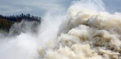 Trzęsienie ziemi i tsunami w Indonezji. Rośnie liczba ofiar