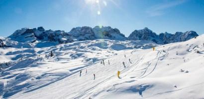 W Trentino można jeździć już na nartach. Zasady bezpieczeństwa na stoku.