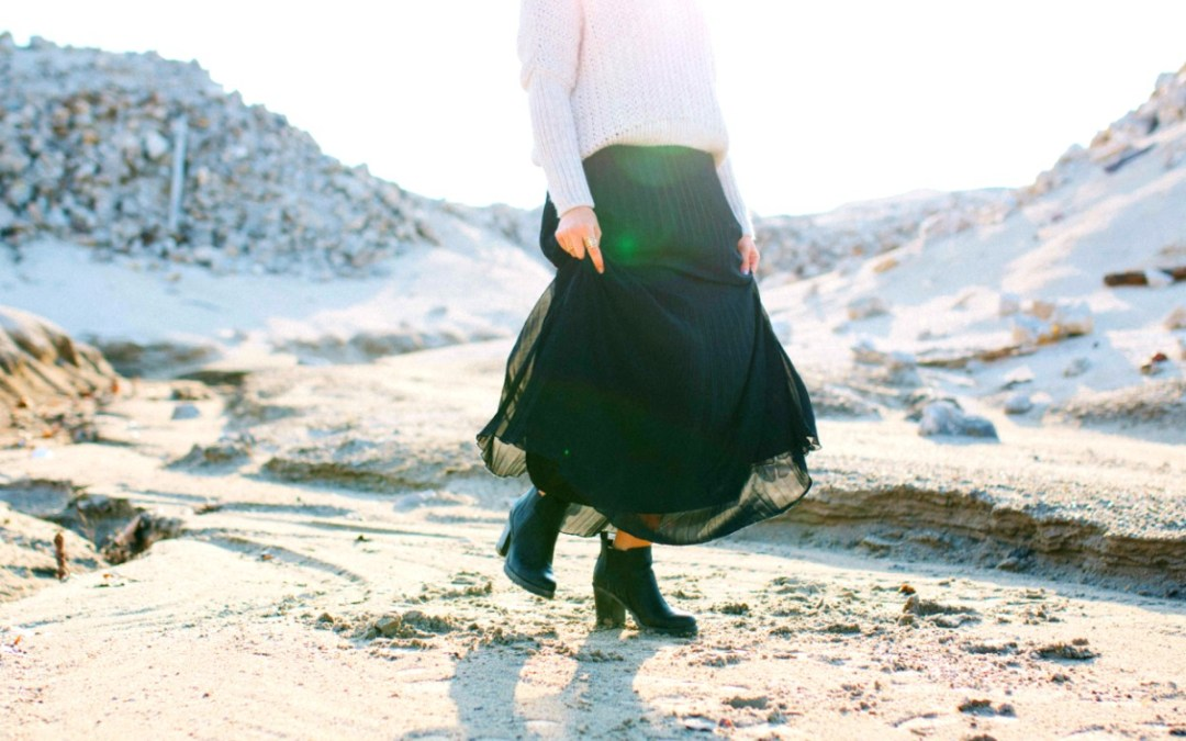 How to Look Stylish While Travelling : Tips & Trends