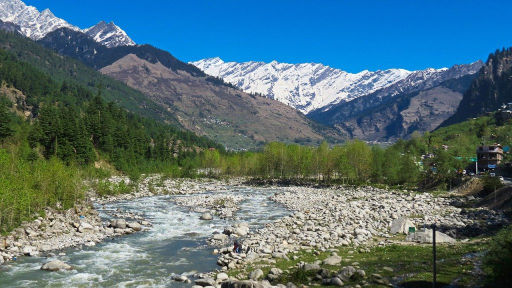A Road Trip To Manali With Savaari