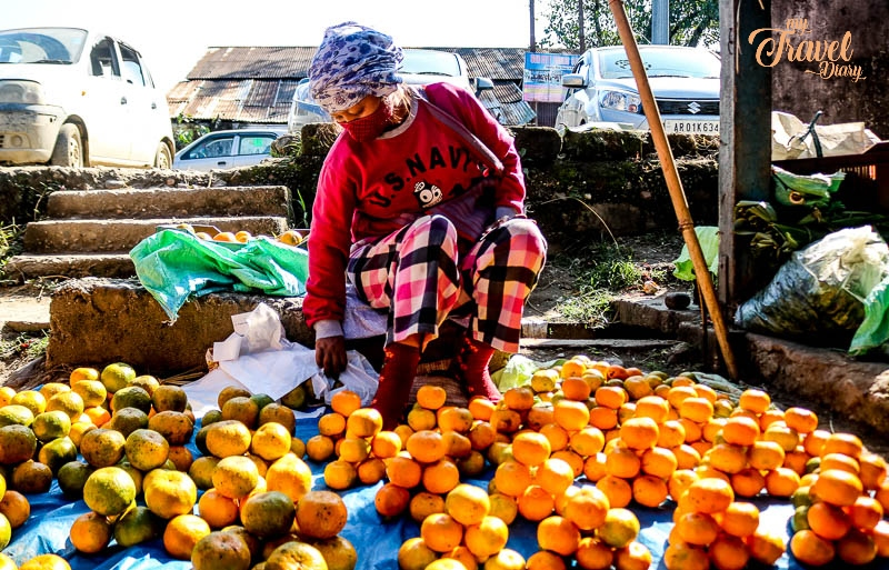 You can't miss buying oranges in Aalo