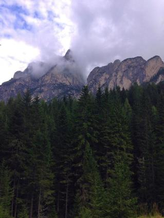 الجبال المحيطة ببحيرة لاقو دي برايز