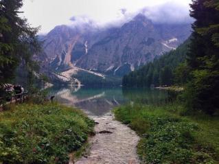 الطريق المؤدي إلى بحيرة لاقو دي برايز