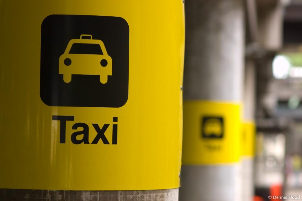 تاكسي المطار