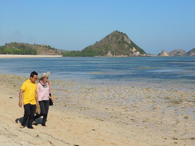 Pantai Kuta Mandalika Lombok (2)