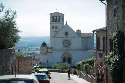 Approaching san francesco d'assisi basilica