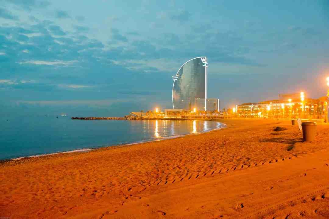Barcelona playa at sunrise