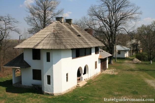 Travel Guide Romania- Curtisoara museum