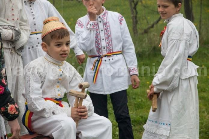 Obiceiul de a bate toaca - Traditii din Romania