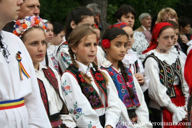 children dressed with traditional costumes