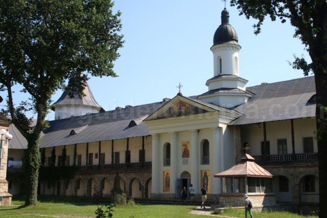 Biserica Sfantul Gheorghe - in incinta Manastirii Neamt