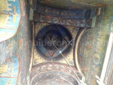Interiorul Bisericii Manastirii Neamț - descopera Moldova