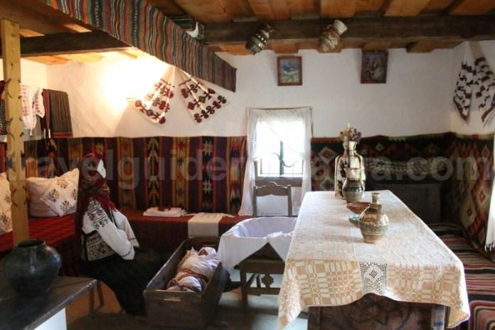 Obiceiuri tradiționale din Bucovina la nașterea unui copil