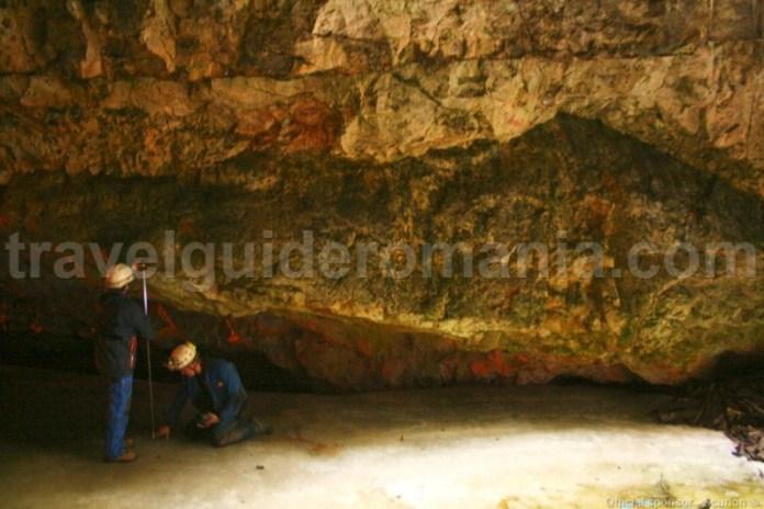 Masurand topirea ghetarului din Pestera Scarisoara