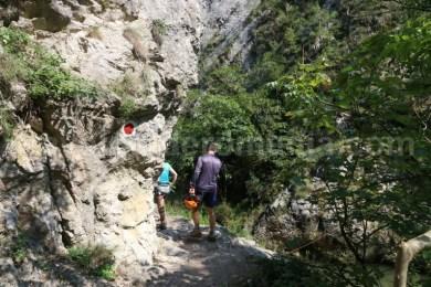 Marcaj turistic in Cheile Turzii - Muntii Trascau