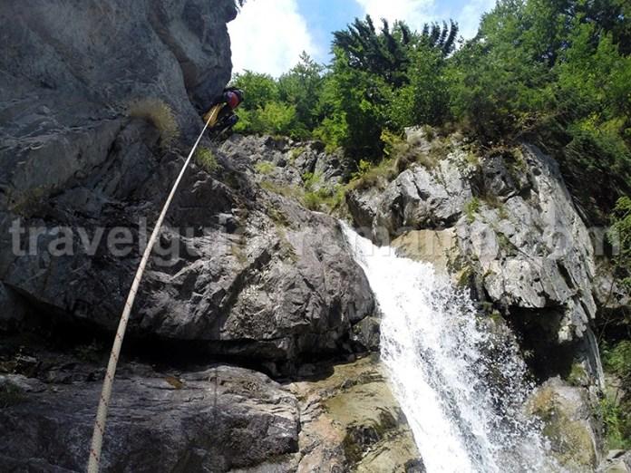 Capul de cascada la Cascada Mare in Canionul Valea Marii