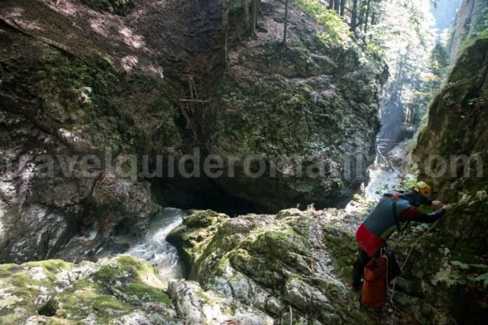 Coborarea cascadelor din Canionul Galbenei - Muntii Apuseni