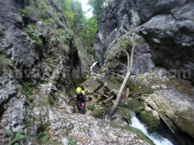 Teambuiding - turism de aventura - canyoning pe Valea Galbenei
