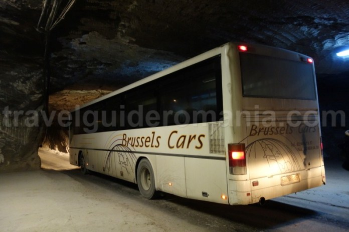 Cu autobuzul in mina la intrare in Salina Praind