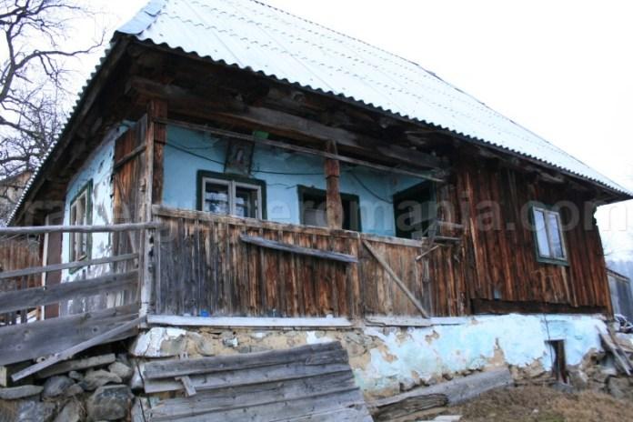 Case traditionale din satul Rogojel - Muntii Apuseni