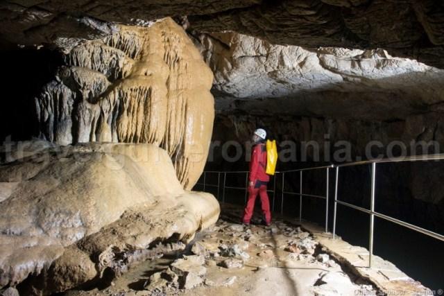 Ghid turistic pentru vizitarea pesterilor amenajate - Pestera Vadu Crisului