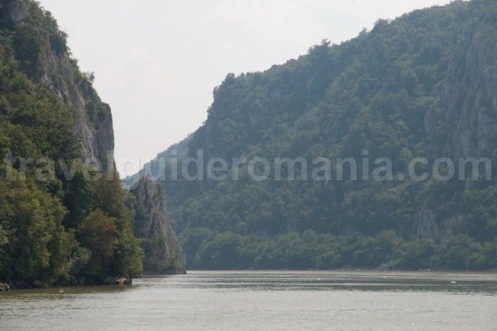 obiective-turistice-din-romania-clisura-dunarii-cazanele-mici